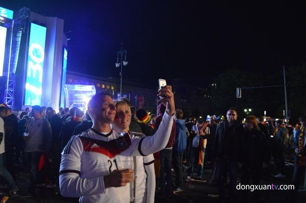 """Đức 2-1 Algeria: Xe tăng """"run rẩy"""" vượt qua cáo sa mạc"""